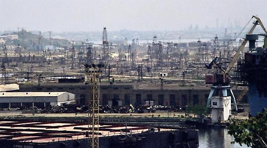 Finanzieren die aserbaidschanischen Ölfelder den nächsten Krieg im Kaukasus? <br/>Bild von vagabondblogger