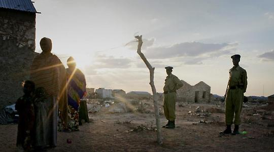 Flüchtlinge und Polizisten in Südsomalia <br/>Foto von Irin