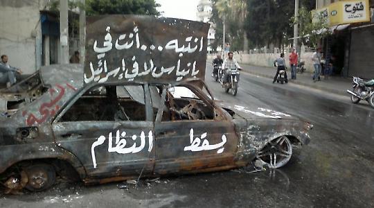 Al-Assad-Herrschaft am Ende? Ausgebranntes Auto in Banyas im April <br/>Foto von syriana2011