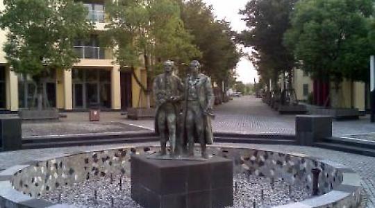 Jetzt auch in China: Kopie des weimarer Goethe- und Schillerdenkmals