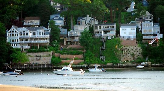 """Strandhäuser auf Long Island: """"Das heißt, es hat zwar Gewinner gegeben bei den gesamten oberen 10 Prozent der Bevölkerung, wirkliche Gewinner sind aber nur das oberste Prozent und besonders das oberste Promille der US-Bevölkerung."""" <br/>Foto von mairob"""