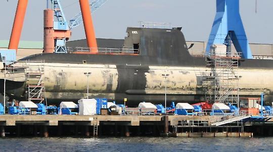 """Griechisches U-Boot """"Papanikolis""""  der 214-Klasse im Bau bei HDW in Kiel"""
