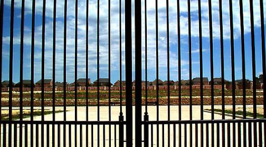 Eine Gated Community <br/>Foto von Dean Terry