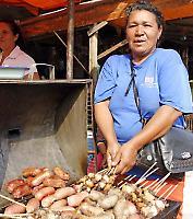 Straßenverkäuferin in Concepción