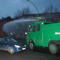 Wasserwerfer 2008 in Berlin <br/>Foto von Björn Kietzmann