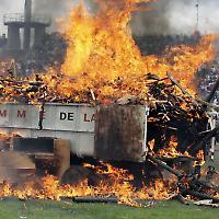 """Mit einem """"Friedensfeuer"""" wurden 2007 in Bouake Waffen verbrannt: Diese Hoffnung erweist sich als trügerisch <br/>Foto von UN"""